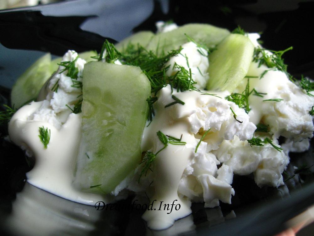 Салат с творогом и с огурцом
