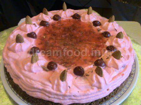 Горіховий торт з вишнею та лікером