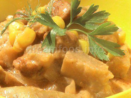 Рагу з баклажанів з мисливськими ковбасками