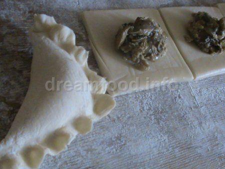 Грибочки в листковому тісті
