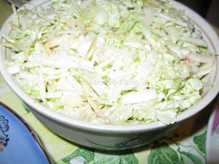 Салат з білокачанної капусти з селерою