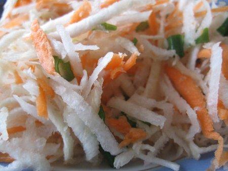Салат из сельдерея, редьки и моркови