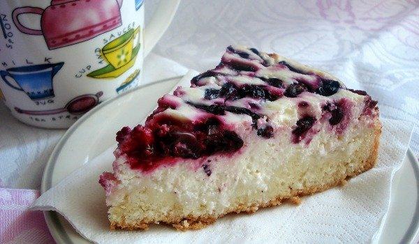 Пирог с вишней и малиной