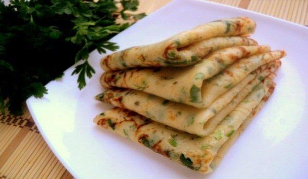 Вегетарианские блины с сыром и с зеленью
