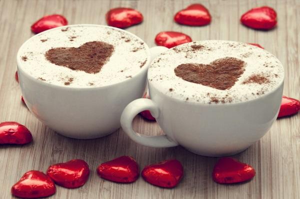 кофе с сердечками на День Валентина